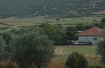Δεξιά του ποταμού Ευήνου, σε υψόμετρο 400μ περίπου και σε απόσταση 5χιλ. ανατολικά του Θέρμου εκτίνεται ένα ημιορεινό, παραδοσιακό, αραιοκατοικημένο χωρίο η Κάτω Χρυσοβίτσα ή ″Βάλτσα″. Διασχίζεται από την επαρχιακή οδό Θέρμου – Πλατάνου Ναυπακτίας και αποτελείται από πολλούς οικισμούς. Όπως: Ελληνικό, Διάσελο, Κουτσομύλια, Άνω και Κάτω Δοσούλα.